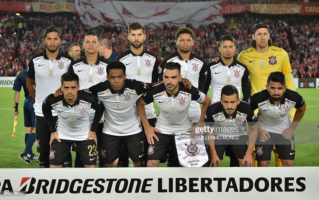 FBL-LIBERTADORES-SANTAFE-CORINTHIANS : News Photo