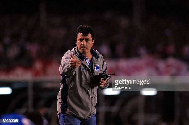 Brazil's Cruzeiro head coach Adilson Batista shouts instructions during the Libertadores Cup 2009 final match against Argentina's Estudiantes at the...