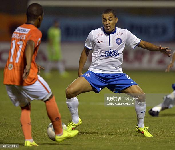 Brazils Esporte Clube Bahia footballer Leo Gago tries to stop the advance of Juan Morales of Perus Cesar Vallejo during their Copa Sudamericana...