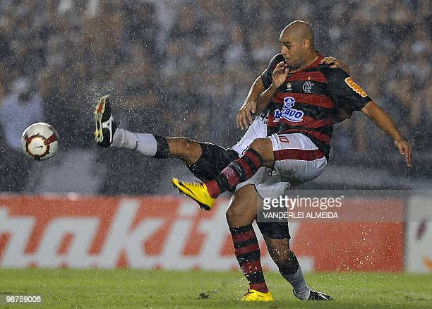 Brazil's Flamengo Adriano fights for the ball with Brazil's Corinthians Willian under heavy rain during their Libertadores Cup football first match...