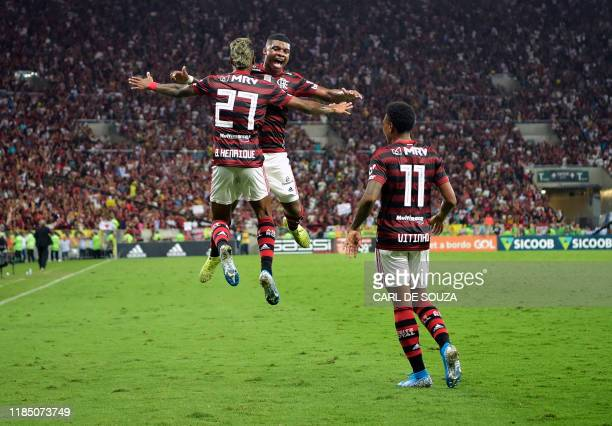 TOPSHOT Brazil's Flamengo player Bruno Henrique celebrates with Lincoln and Vitinho after scoring against Ceara during their Brazilian league...