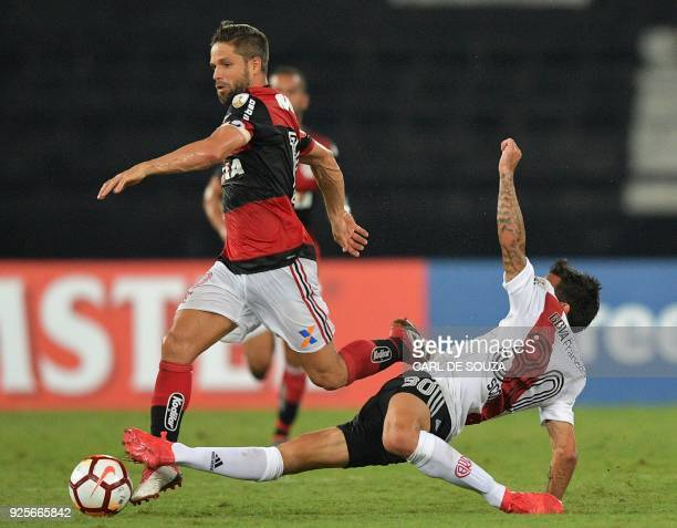 Brazil's Flamengo player Diego vies with Argentina's River Plate's Benjamin Rollheiser during their group stage Libertadores soccer match at Nilton...