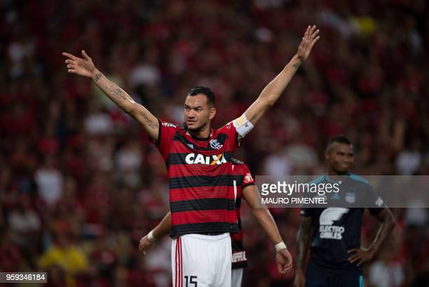 Brazil's Flamengo team player Rever complain with his defense during the Copa Libertadores 2018 football match between Brazil's Flamengo and...