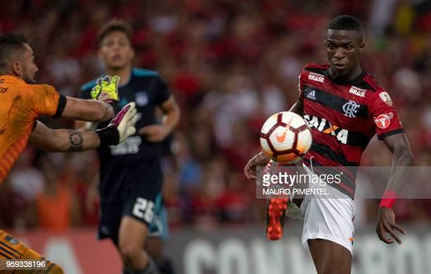 Brazil's Flamengo team player Vinicius Junior vies for the ball with Ecuador's Emelec goalkeeper Esteban Dreer during their Copa Libertadores 2018...