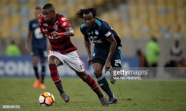 Brazil's Flamengo team player Vinicius Junior vies for the ball with Ecuador's Emelec player Estefano Arango during the Copa Libertadores 2018...