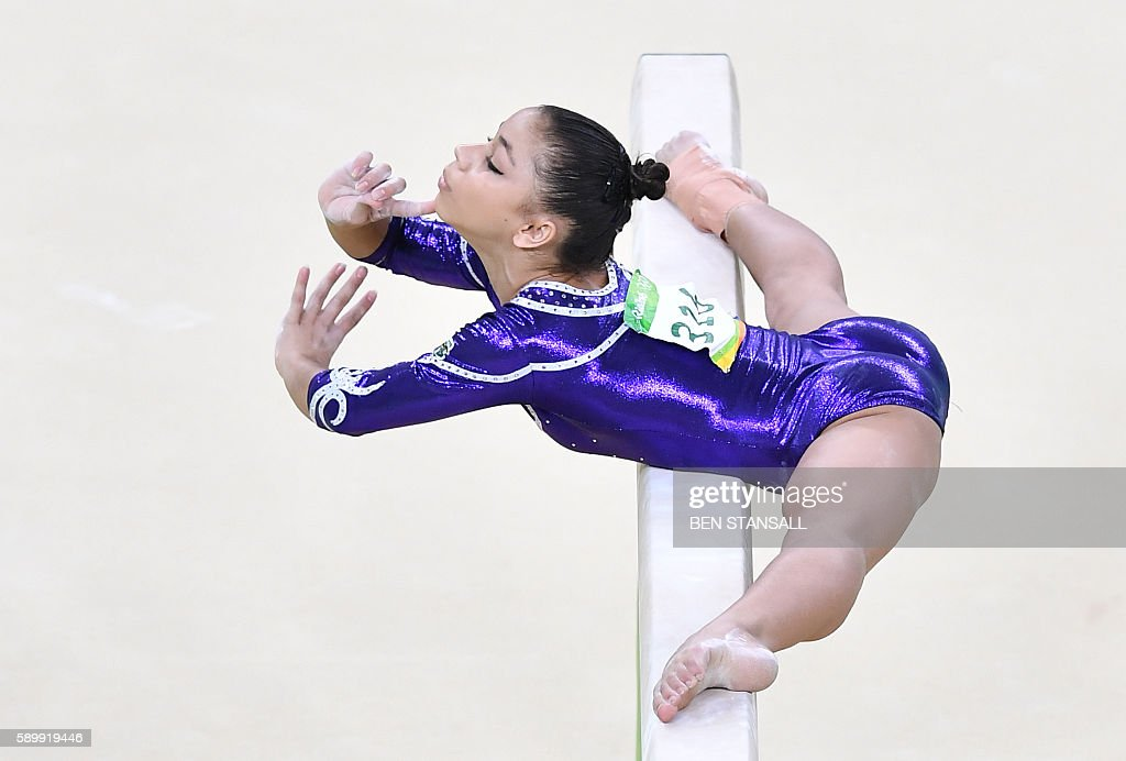 TOPSHOT-GYMNASTICS-OLY-2016-RIO : News Photo
