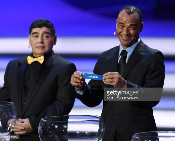 TOPSHOT Brazil's former defender Cafu shows the name of 'Sweden' next to Argentina's former midfielder Diego Maradona during the 2018 FIFA World Cup...