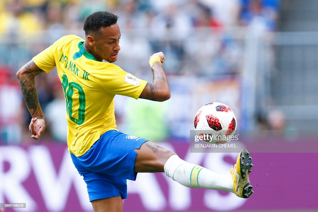 Brazil's forward Neymar controls the ball during the Russia 2018 World Cup round of 16 football match between Brazil and Mexico at the Samara Arena in Samara on July 2, 2018. (Photo by BENJAMIN CREMEL / AFP) / RESTRICTED