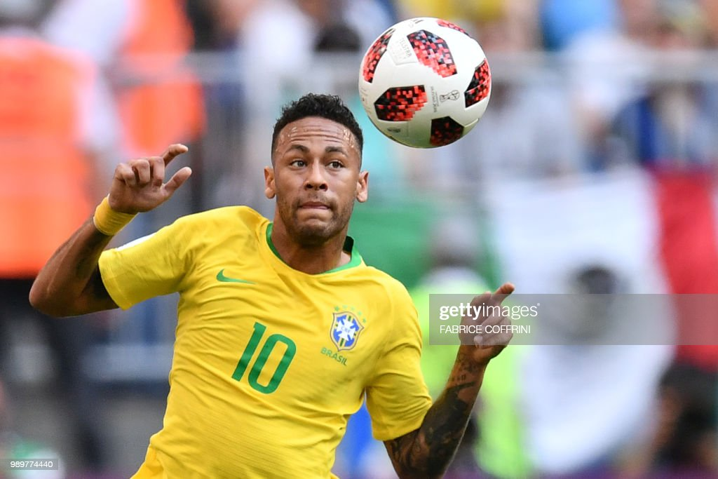TOPSHOT - Brazil's forward Neymar eyes the ball during the Russia 2018 World Cup round of 16 football match between Brazil and Mexico at the Samara Arena in Samara on July 2, 2018. (Photo by Fabrice COFFRINI / AFP) / RESTRICTED