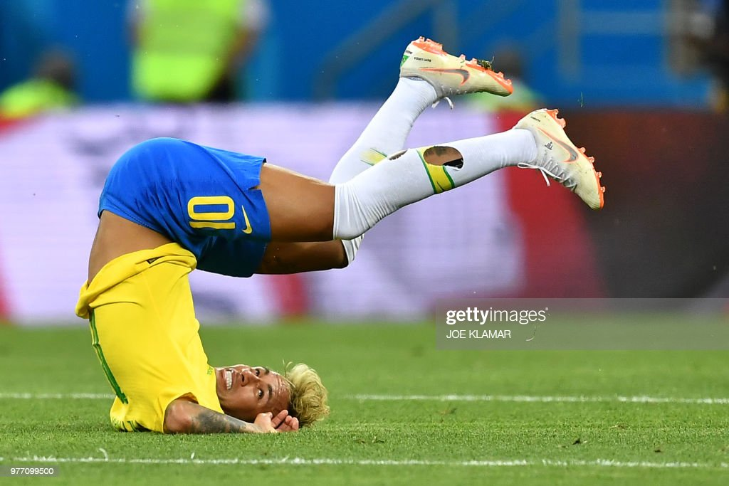 TOPSHOT - Brazil's forward Neymar falls during the Russia 2018 World Cup Group E football match between Brazil and Switzerland at the Rostov Arena in Rostov-On-Don on June 17, 2018. (Photo by JOE KLAMAR / AFP) / RESTRICTED