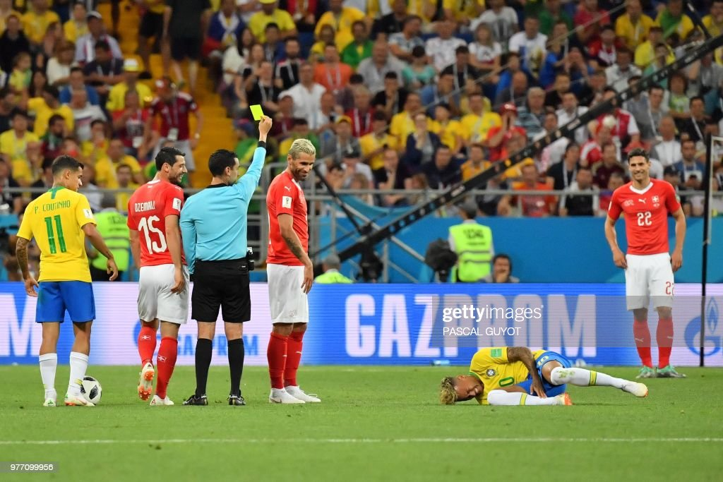 TOPSHOT - Brazil's forward Neymar (R) reacts after he was tackled during the Russia 2018 World Cup Group E football match between Brazil and Switzerland at the Rostov Arena in Rostov-On-Don on June 17, 2018. (Photo by Pascal GUYOT / AFP) / RESTRICTED