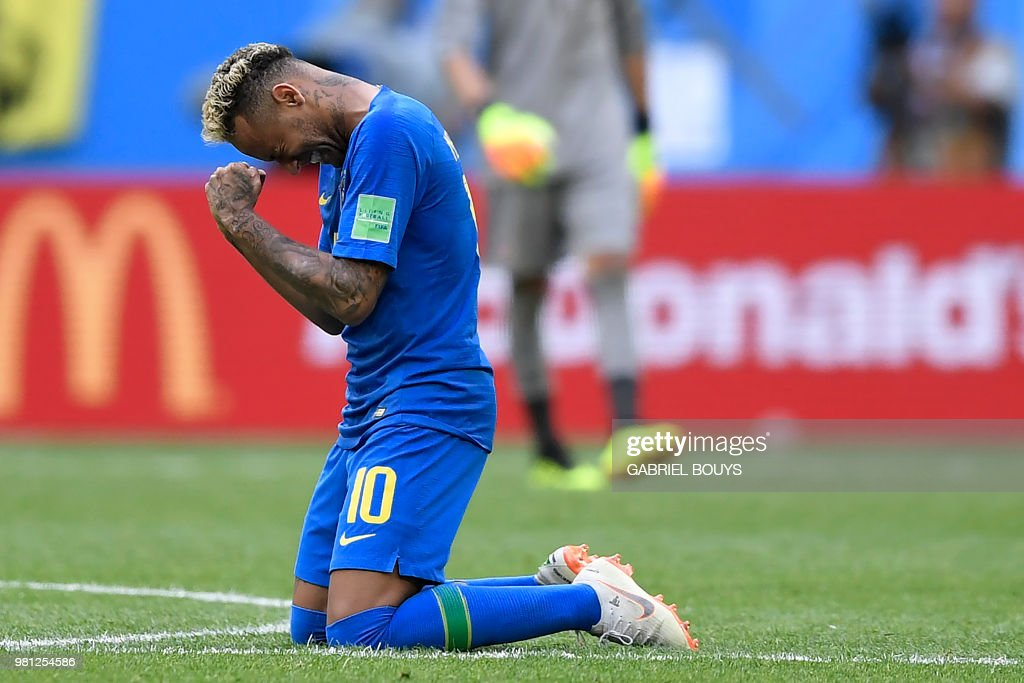 TOPSHOT - Brazil's forward Neymar reacts after scoring his goal during the Russia 2018 World Cup Group E football match between Brazil and Costa Rica at the Saint Petersburg Stadium in Saint Petersburg on June 22, 2018. (Photo by GABRIEL BOUYS / AFP) / RESTRICTED