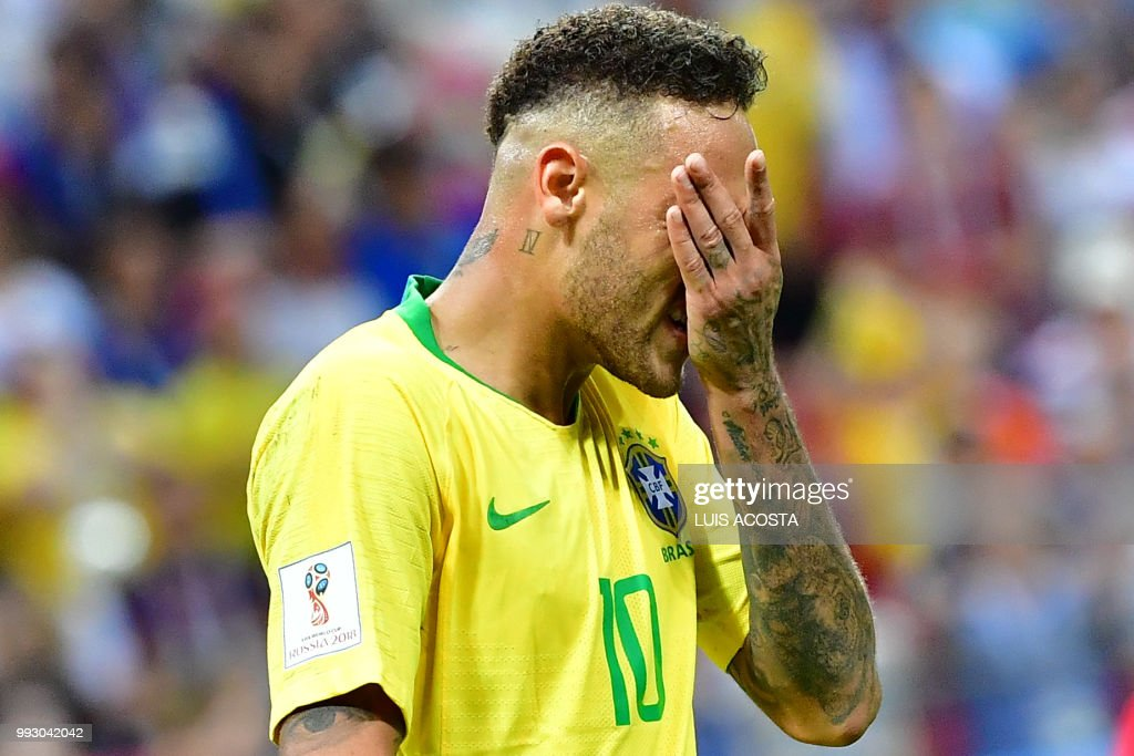 TOPSHOT - Brazil's forward Neymar reacts during the Russia 2018 World Cup quarter-final football match between Brazil and Belgium at the Kazan Arena in Kazan on July 6, 2018. (Photo by Luis Acosta / AFP) / RESTRICTED