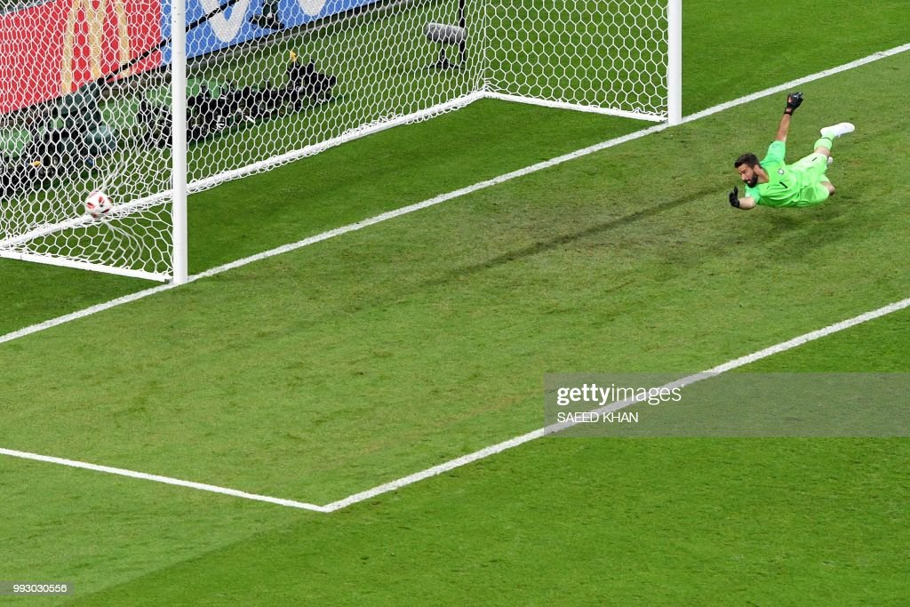 TOPSHOT - Brazil's goalkeeper Alisson concedes the second goal during the Russia 2018 World Cup quarter-final football match between Brazil and Belgium at the Kazan Arena in Kazan on July 6, 2018. (Photo by SAEED KHAN / AFP) / RESTRICTED