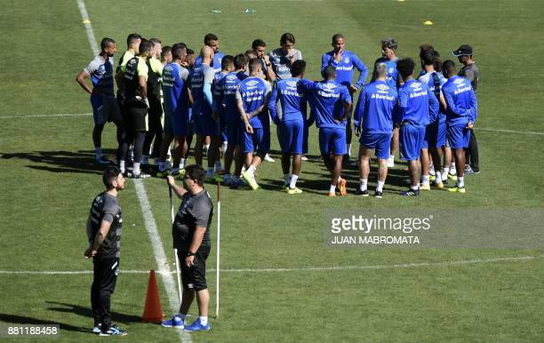 Brazil's Gremio coach Renato Gaucho talks to footballers during a training session at Lanus stadium in Buenos Aires on November 28 2017 on the eve of...
