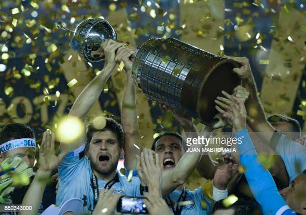 TOPSHOT Brazil's Gremio footballers celebrate with the trophy after winning the Copa Libertadores 2017 final football match against Argentina's Lanus...