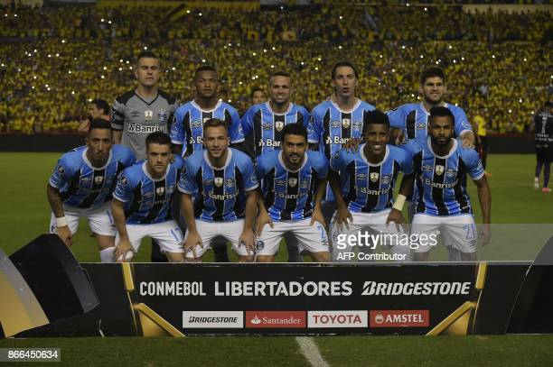 Brazil's Gremio players pose for pictures before their 2017 Libertadores Cup football match held al Monumental stadium in Guayaquil Ecuador on...