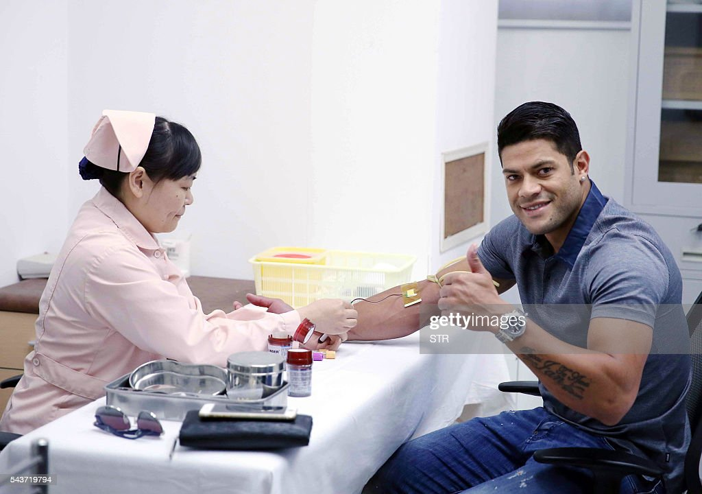 Brazil's Hulk takes a medical examination at a hospital in Shanghai on June 30, 2016. Zenit St Petersburg's Brazilian international Hulk arrived in Shanghai on June 29 to sign for Sven-Goran Eriksson's Shanghai SIPG team, as the cash-flush Chinese Super League embarks on a new round of transfer spending. / AFP / STR / China OUT