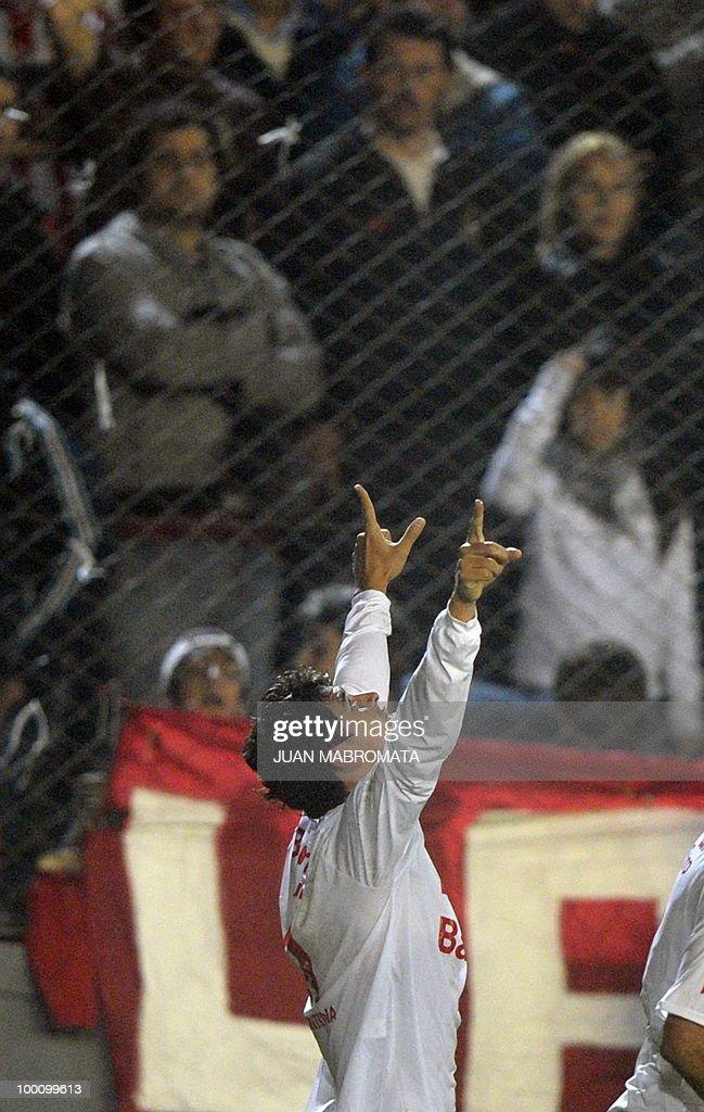 Brazil's Internacional midfielder Giuliano celebrates after scoring against Argentina's Estudiantes de la Plata during their Copa Libertadores 2010 quarterfinals footbal match at Quilmes stadium in Buenos Aires, Argentina, on May 20, 2010. Estudiantes won 2-1 but Internacional qualified for the next round. AFP PHOTO / Juan Mabromata