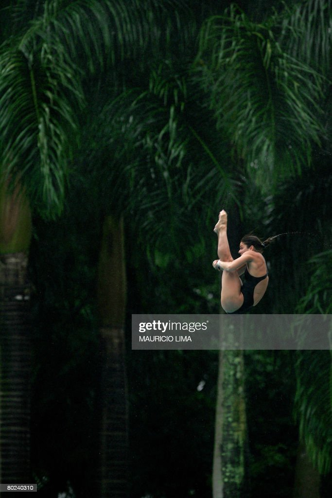 Brazil's Juliana Veloso performs to win : News Photo