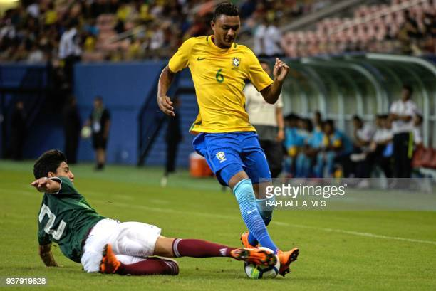 Brazil's left back Luan Candido vies for the ball with Mexico's right back Alvarez during their international friendly Under20 football match in...