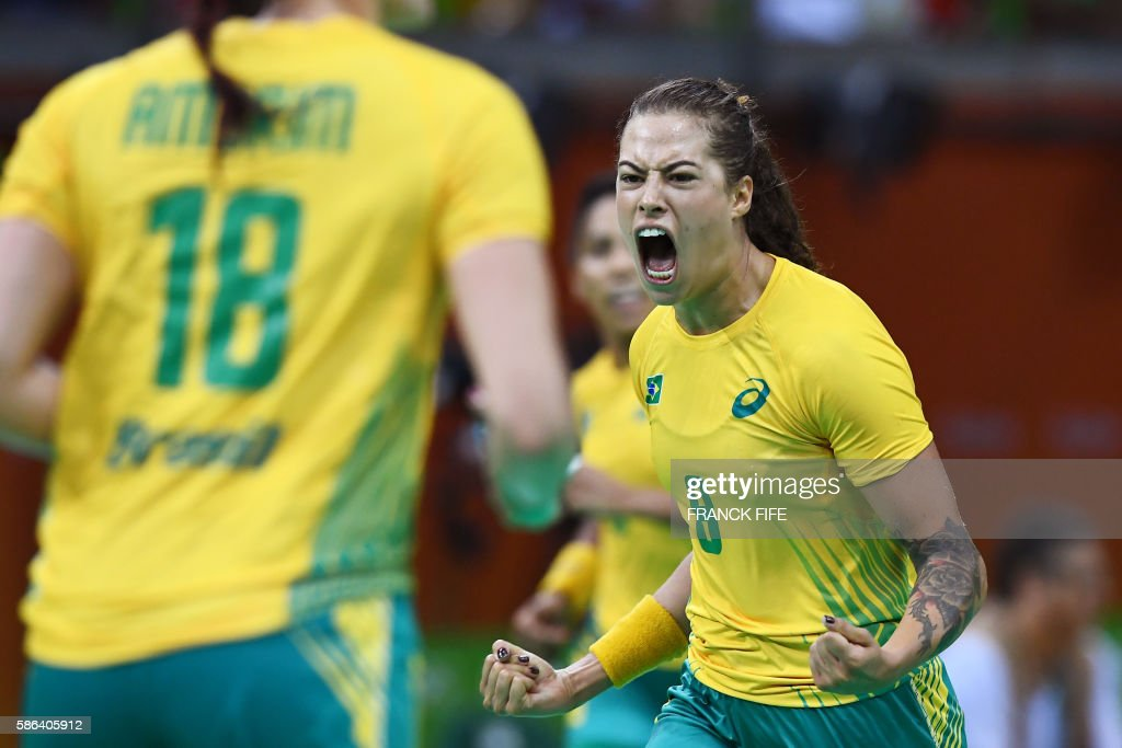 TOPSHOT - Brazil's left wing Fernanda Franca da Silva celebrates a goal during the women's preliminaries Group A handball match Norway vs Brazil for the Rio 2016 Olympics Games at the Future Arena in Rio on August 6, 2016. /