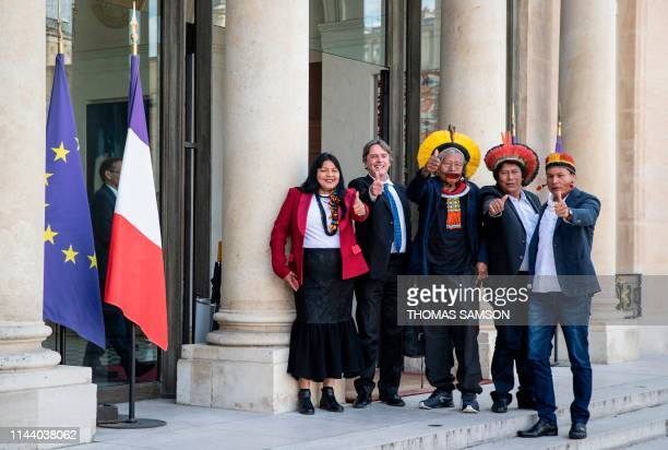 Brazil's legendary indigenous chief Raoni Metuktire and three indigenous leaders from the Xingu reserve pose on the doorsteps of the Elysee...
