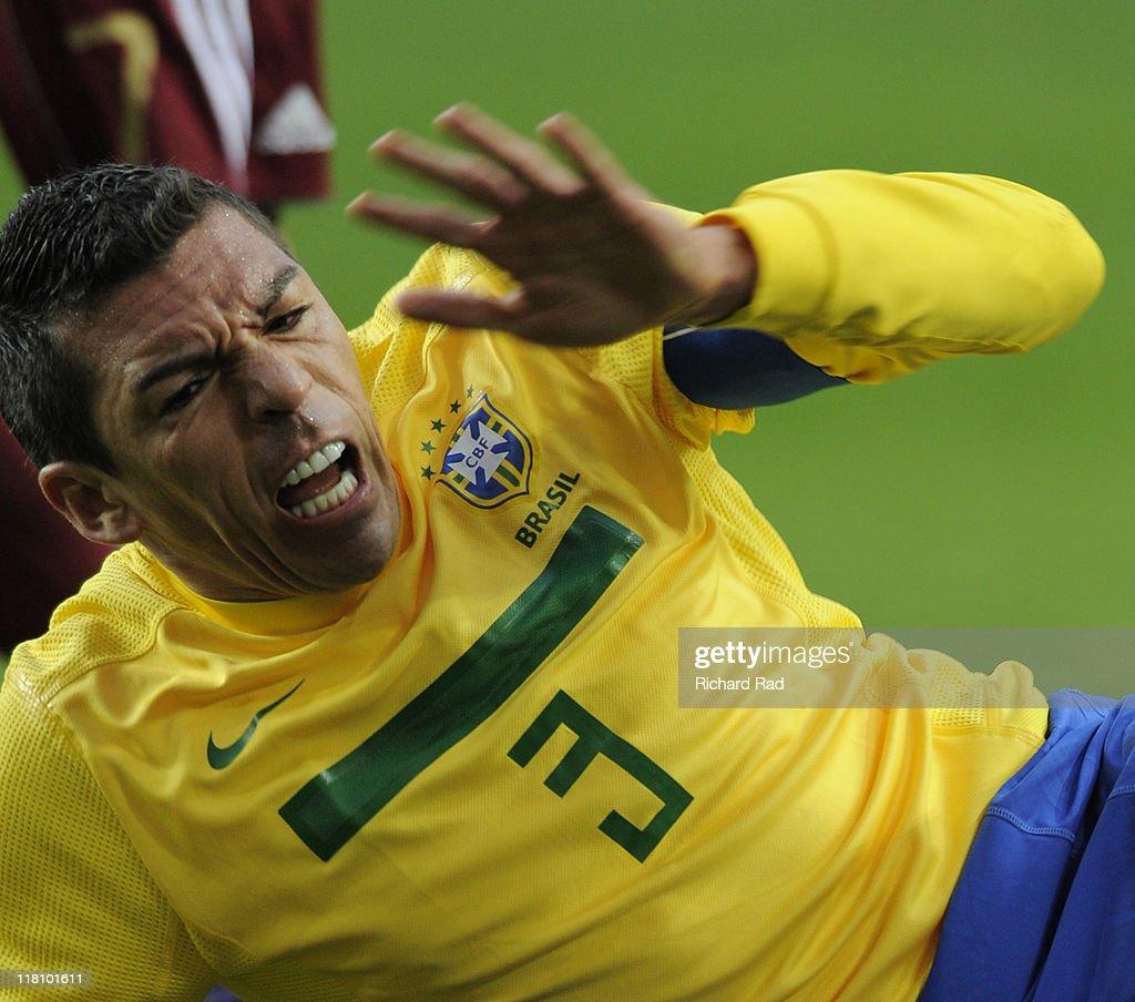 Brazil v Venezuela - Copa America 2011