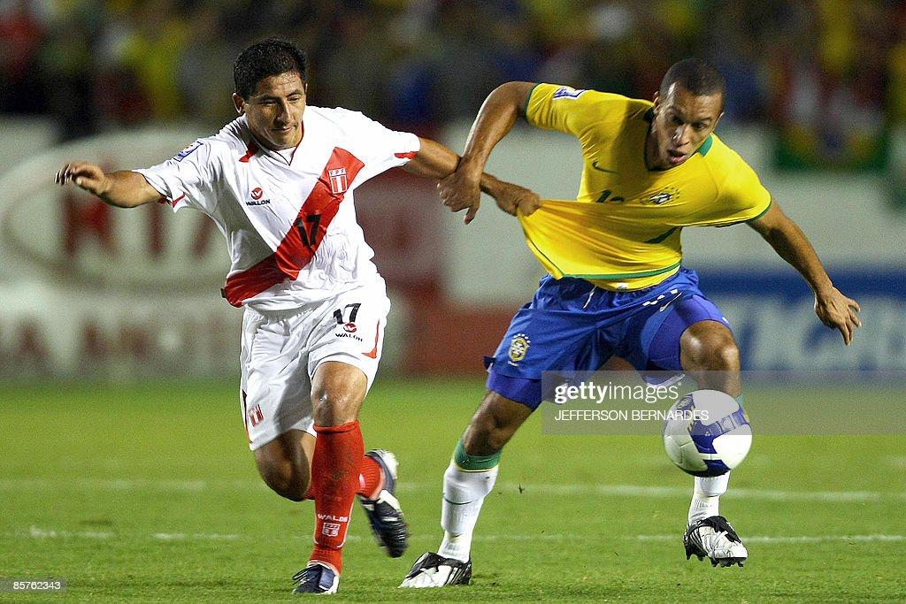 Brazil's Miranda (R) vies for the ball w : News Photo