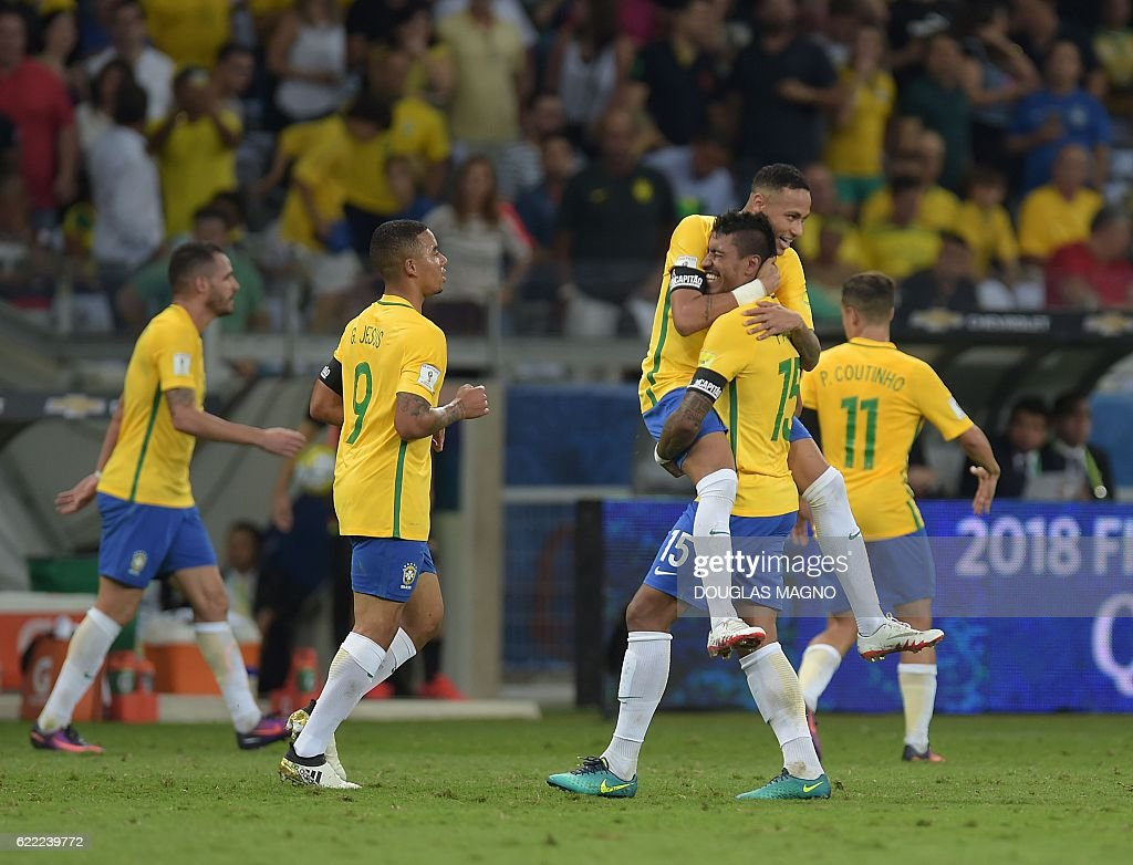 Brazil's Paulinho(15) celebrates with Neymar after scoring against Argentina during their 2018 FIFA World Cup qualifier football match in Belo Horizonte, Brazil, on November 10, 2016. / AFP / DOUGLAS