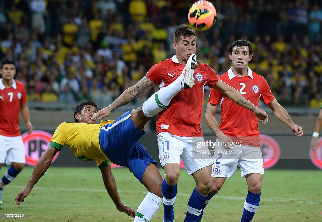 Brazil's Paulinho (L) vies for the ball with Eduardo Vargas of Chile, during their friendly football match at the Mineirao stadium, in Belo Horizonte, Minas Gerais, Brazil, on April 24, 2013.