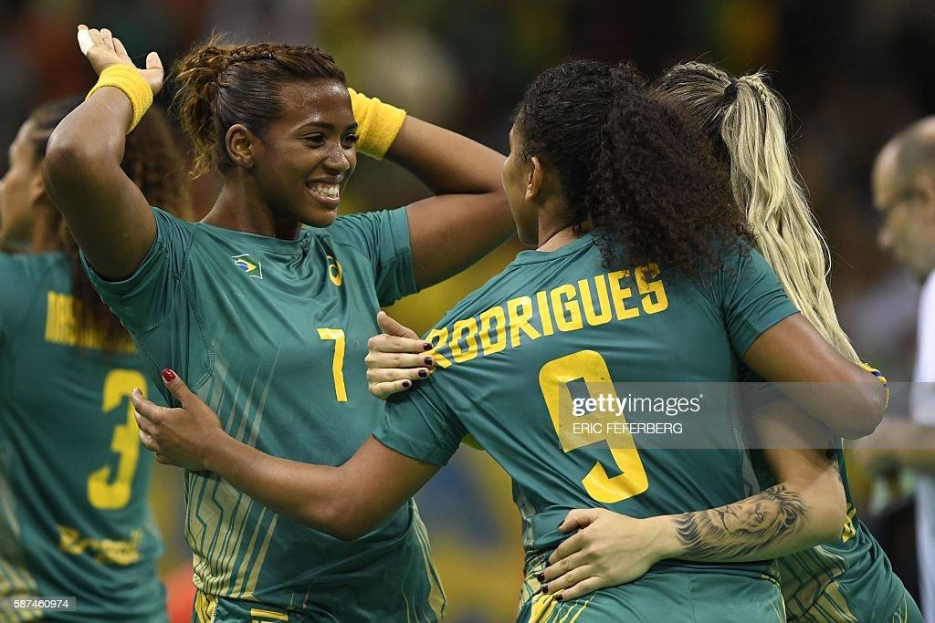 HANDBALL-OLY-2016-RIO-BRA-ROU : News Photo