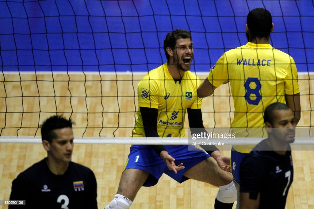 Brazil's player Bruno Rezende celebrates a point over Venezuela during their Men's South American Volleyball Championship final in Santiago, on August 11, 2017. /