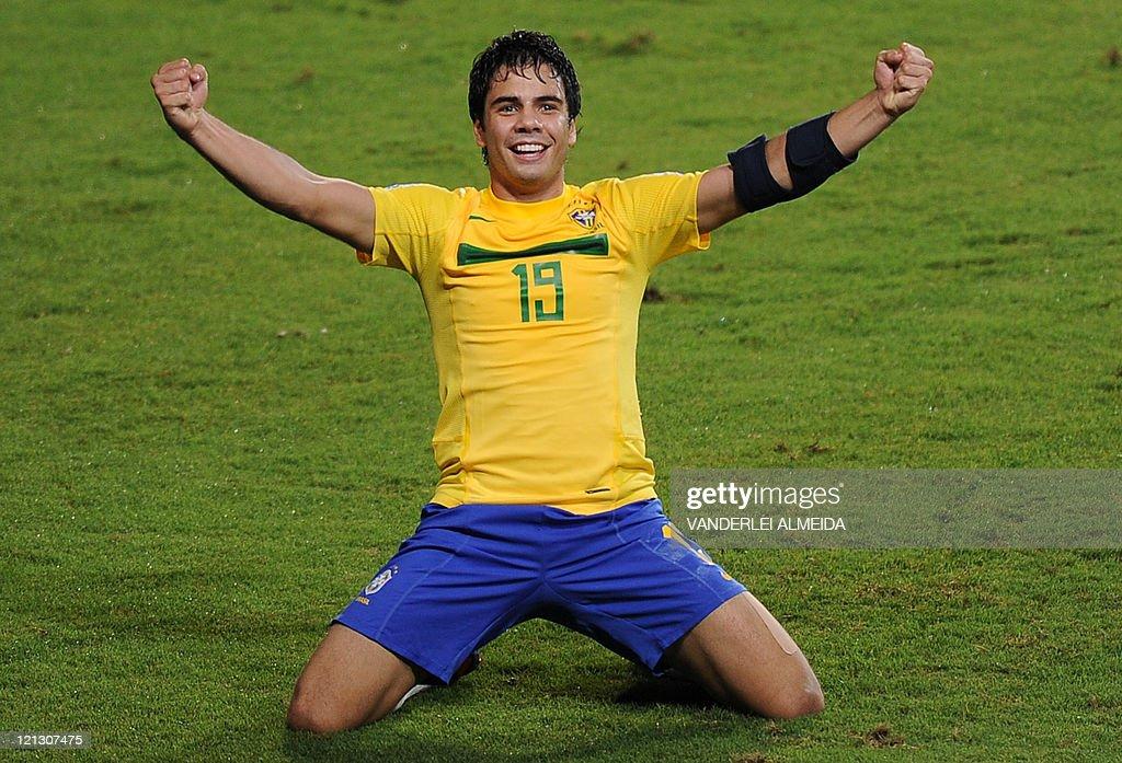 Brazil's player Henrique Almeida celebra : Foto di attualità