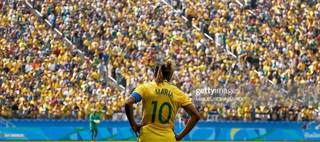 TOPSHOT-FBL-OLY-2016-RIO-BRA-CAN : Foto jornalística