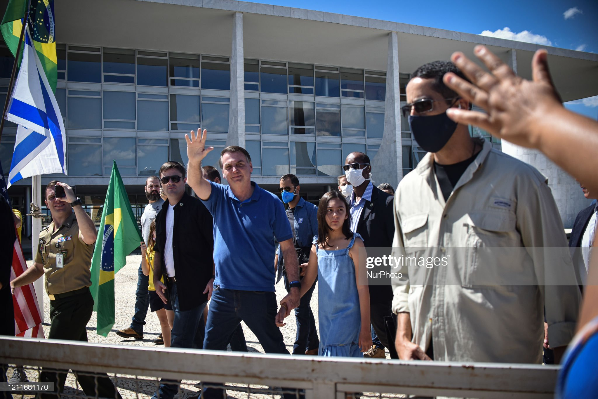 Bolsonaro Appears In Protest In Favor Of Military Intervention Against The National Congress And Federal Supreme Court : Fotografía de noticias