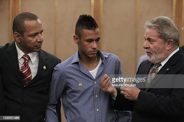Brazil's President Luiz Inacio Lula da Silva talks with footballer Neymar of Brazilian club Santos FC and his father also Neymar a former footballer...