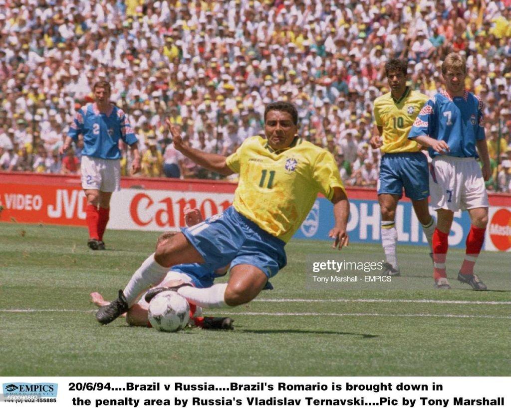 Soccer - World Cup 94 - Brazil v Russia : News Photo