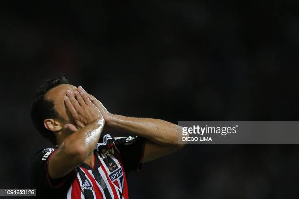 Brazil's Sao Paulo FC midfielder Nene gestures during their Copa Libertadores football match against Argentina's Talleres at Mario Alberto Kempes...
