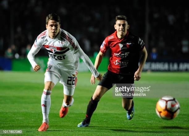 Brazil's Sao Paulo midfielder Felipe Araruna vies for the ball with Argentina's Colon defender Gonzalo Escobar during their Copa Sudamericana...