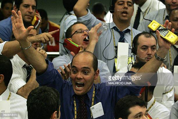 Brazil's stock traders negotiate at the future dollar pit during the morning session at the Mercantile Futures Exchange in Sao Paulo Brazil 14 August...