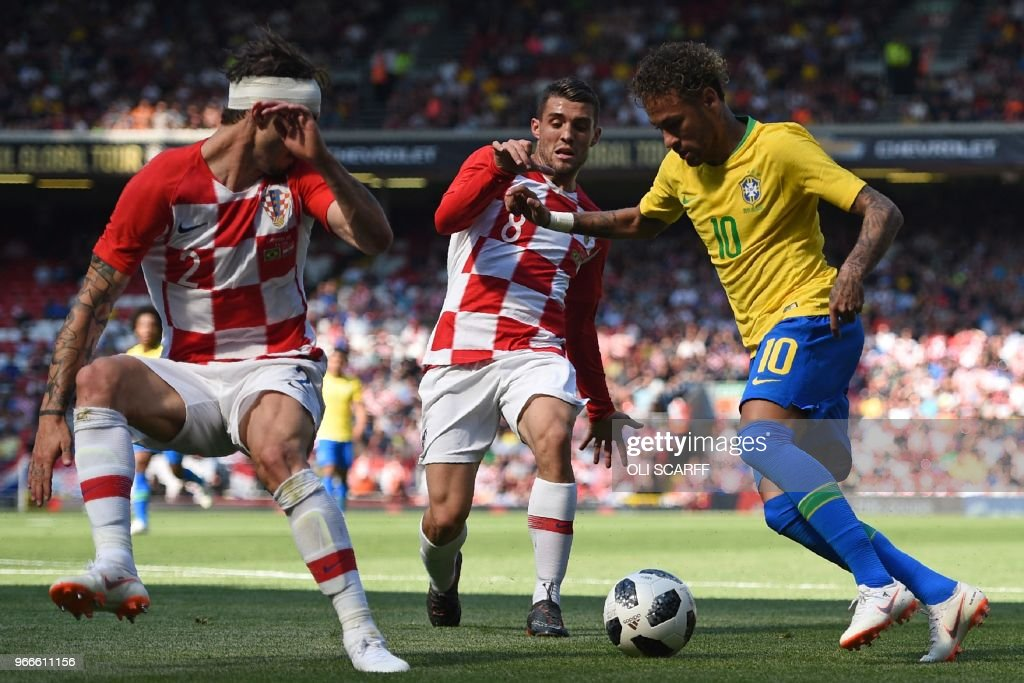 TOPSHOT - Brazil's striker Neymar (R) vies with Croatia's defender Sime Vrsaljko (L) and Croatia's midfielder Mateo Kovacic (C) in the build up to scoring the opening goal of the International friendly football match between Brazil and Croatia at Anfield in Liverpool on June 3, 2018.
