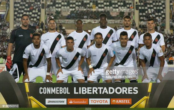 Brazil's team Vasco da Gama poses for pictures before the start of the Libertadores Cup football match against Bolivia's Jorge Wilstermann at the Sao...
