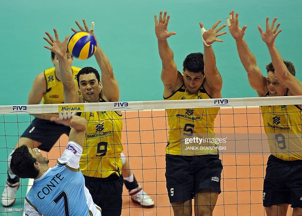 (L-R) Brazil's Theo Lopez, Sindei dos Sa : News Photo