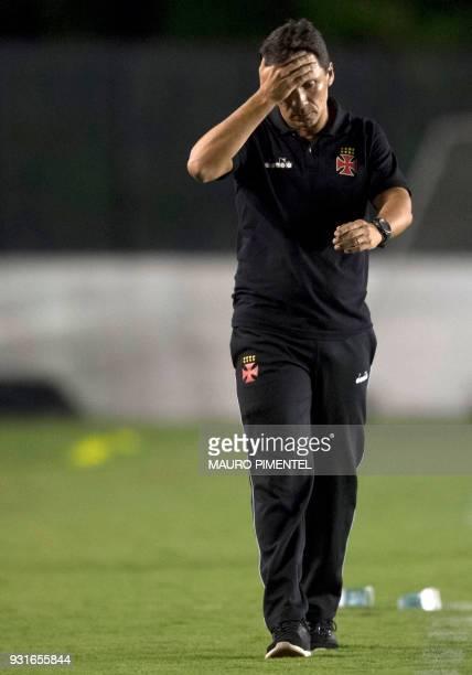 Brazil's Vasco da Gama coach Ze Ricardo gestures during a 2018 Libertadores Cup football match against Chile's Universidad de Chile at Sao Januario...