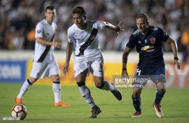 Brazil's Vasco da Gama player Evander vies for the ball with Chile's Universidad de Chile player Felipe Seymour during their 2018 Libertadores...