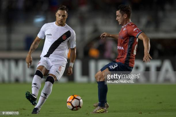 Brazil's Vasco da Gama player Leandro Desabato is marked by Fernando Saucedo of Bolivia's Jorge Wilstermann during their Libertadores Cup football...