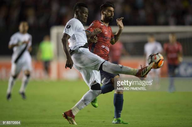 Brazil's Vasco da Gama player Paulao vies for the ball with Antonio Melgar of Bolivia's Jorge Wilstermann during their Libertadores Cup football...