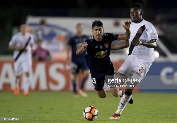 Brazil's Vasco da Gama player Paulao vies for the ball with Chile's Universidad de Chile player Angelo Araos during 2018 Libertadores Tournament...