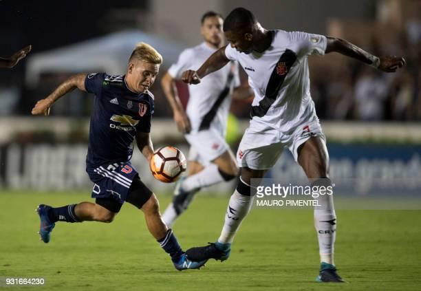 Brazil's Vasco da Gama player Wellington vies for the ball with Chile's Universidad de Chile player Yeferson Soteldo during 2018 Libertadores...